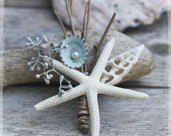 Beach Wedding Boutonniere - Beachcomber Lapel Pin - Summer Grooms Groomsmen - Destination Weddings - Starfish Seashell Nautical Buttonhole