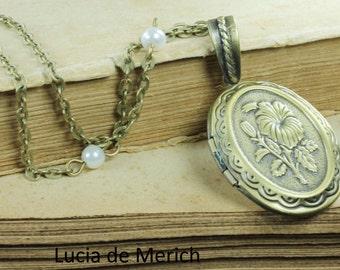Antique Locket necklace - Oval Antique bronze locket - picture inside - black friday - cyber monday