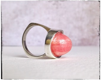 RHODOCHROSITE ring, pink stone ring, MODERNIST silver ring, 1970s, mid century, candy ring, scandinavian jewelry, ring size 8, unique