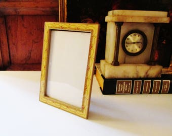 Buckler Inc Frame, Yellow Enamel Floral Portrait Frame, Oval Frame, Cottage Chic, The Buckler Inc Photo Frame, Granny Chic, Neo Classical