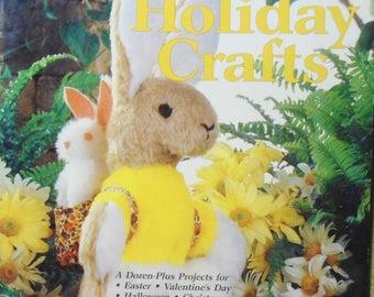 Vintage Country Handicrafts Year Around Holiday Crafts Pattern Book