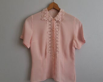 REDUCED PRICE!! Vintage 1940s pale pink blouse with lace collar