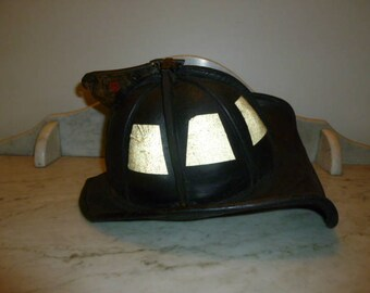 Fireman leather helmet with red FD ladder fire hydrant metal insignia CAIRNS USA 1930-40s