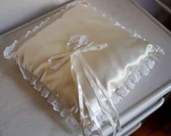 Sweet vintage satin and lace ring bearer pillow - Cream