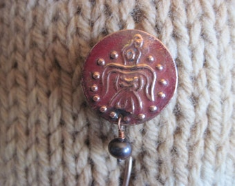 Shawl Pin of Historical Raven with Raven Freshwater Pearl
