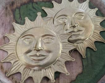 Big Smiling Sun Medallion (1 pc)