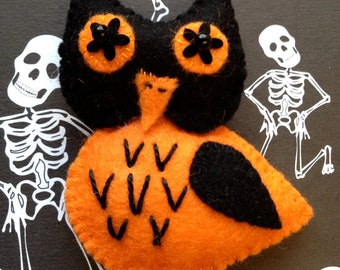Pumpkin the Owl Felt Brooch