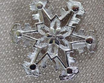 Sarah Coventry silvertone snowflake pin/brooch