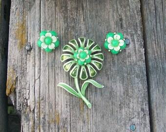 Vintage Green Flower Brooch and Green Flower Clip On Earrings 1970s