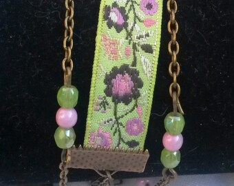 Bracelet three towers green anise and Pink Ribbon, bronze chain and assorted beads