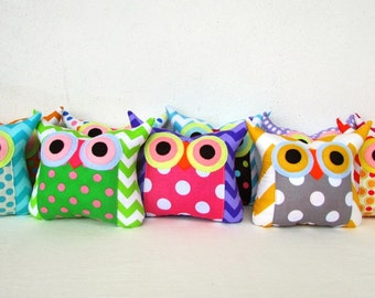 Sale /10 TEN Owl pillows/Zig zag and dots /owl party favor/make to order /owl stuffed toy