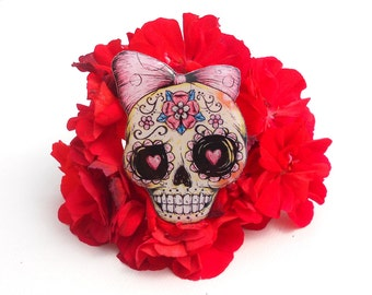 Day of the dead, Skull jewelry, skull chilling sight, skull pin, skull brooch, clay skull, clay pin, hellish skull.