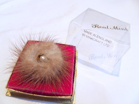 Lovely vintage Minkcraft Ltd Goldtone brown Real Mink and pearl brooch Boxed
