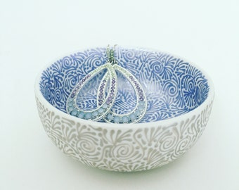 Double-Sided Round Jewelry Dish In Periwinkle/Champagne