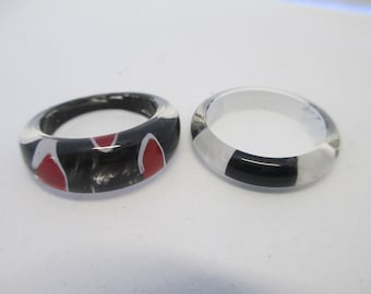 Vintage set of 2 lucite painted rings size 7 1/2 and 8 1/2