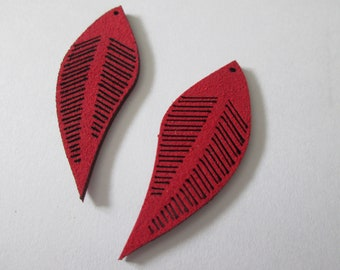 2 charms leaves in red suede 45 x 17 mm