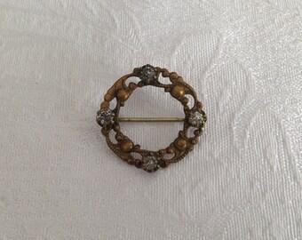 Brass pin with 4 rhinestones