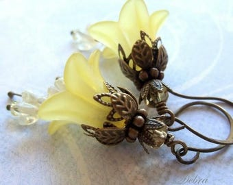 Yellow Flower Earrings, Daffodil Earrings, Lily Earrings, Gifts for Mom, Easter Jewelry, Bridal Jewelry, Bridal Earrings