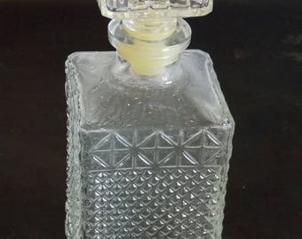 A Stunning Vintage 1960 Glass Decanter and Four Shot Glasses.  In great condition