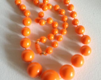 Chunky funky orange plastic graduated round bead necklace retro