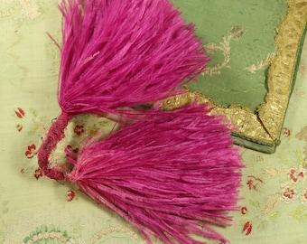 Lovely feather rich pink vintage millinery purple raspberry pink hat ostrich trim soft shades hat cloche bonnet dress 1930