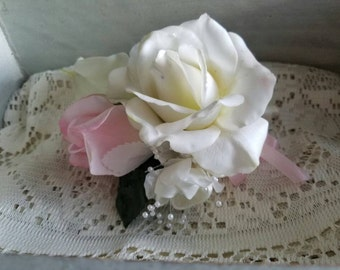 Boutonniere, mother of the bride boutonniere, grandmother boutonniere, mother of the groom boutonniere, mother of the bride accessories