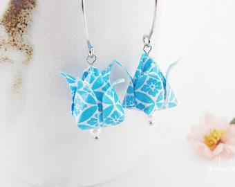 Boucles d'oreilles origami tulipes motif bleu et blanc