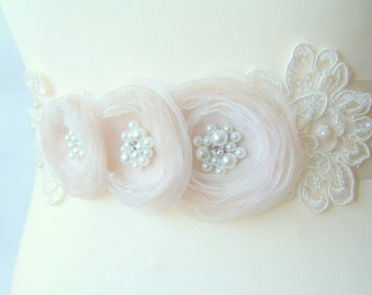 Bridal ivory sash, Floral sash, Beige flowers sash Flowers sash wedding Pearls sash, Romantic wedding accessories Lace