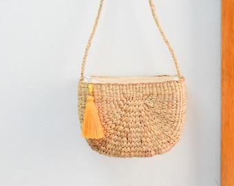Free tassel keychain • Straw bag • Weaving seagrass(water hyacinth) • crossbody bag • semi circle bag  • handmade bag with knitting strap