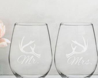 Rustic Deer Antler Mr Mrs Wedding Reception Stemless Wine Glass Groom Bride Wine Glass Favor Gift for Couple Newlywed Mr Mrs Him Her Glasses