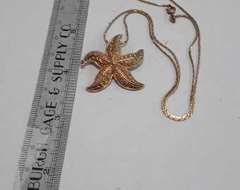 """Gold toned necklace with starfish pendant 17"""" used"""