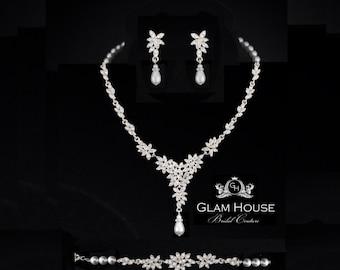 Flower Necklace,Bridal necklace,wedding jewelry,bridal jewelry,wedding necklace,pearl necklace,statement necklace,floral jewelry,weddings