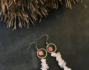 """Earrings """"Love Together"""". Earrings with Edelsteentjes strawberry quartz and pink calcite."""