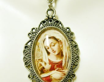 Madonna and child pendant with chain - AP04-126