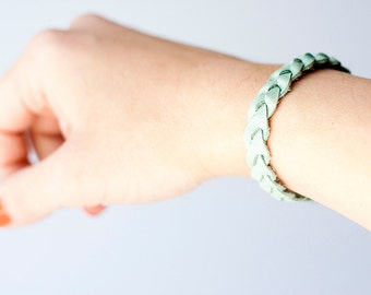 Braided Leather Bracelet / Seafoam Pearl