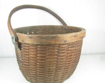 Antique Basket, Wicker Basket, shabby chic decor, wicker basket,  French farmhouse,vintage wicker
