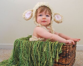 Newborn fringe blanket photography prop - Grass Green