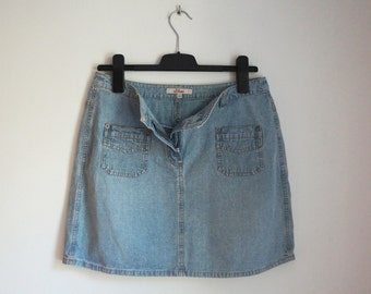 Light blue denim short skirt, A line mini skirt, orange stitches, front pockets, medium size, vintage fashion