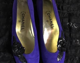 Vintage Chanel purple suede flat pumps w/ black sequin camellia 8