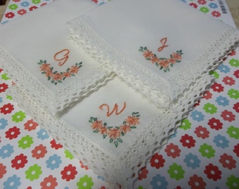 Set of 3, Bridesmaid handkerchief, daisy motif, hand embroidered, bouquet wrap,wedding favor, coral and green, wedding color welcome