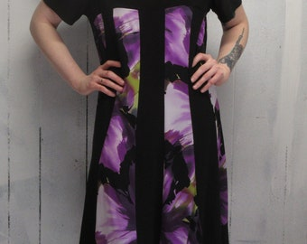 Have fun & be comfortable too in this Dressbarn pullover black maxi dress featuring vertical colored panels.....Size 16