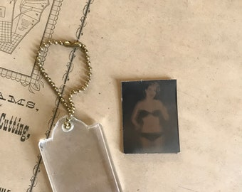 Vintage dancing pin up lenticular motion keychain