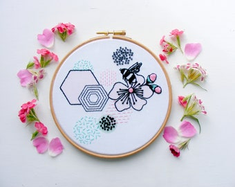 Bee and blossom  embroidery kit. Contemporary embroidery. Modern decor.Needle work kit. DIY hoop Art. Summer sewing.Pastel colors. DIY gift.