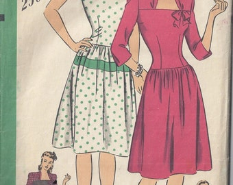 Hollywood Pattern 1562, mid 1940's Adorable one Piece Dress, gathered skirt, long torso bodice. Bust 32, Rare, Collectible