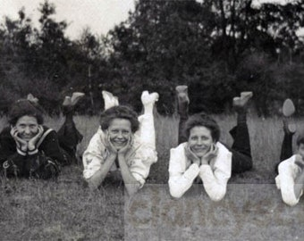 vintage photo 1913 Women Hands in Face Kick up Feet Laying in Grass