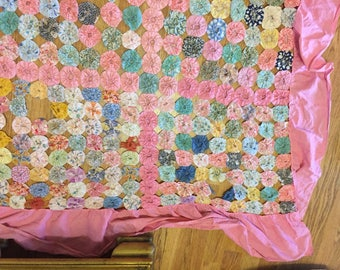 "YO YO QUILT Top, Yo Yo Coverlet, Cutter 102"" X 74"" w/Ruffle, Needs Tlc, Shabby, Cottage Chic, 1950's, Handmade Quilt at A Vintage Revolution"