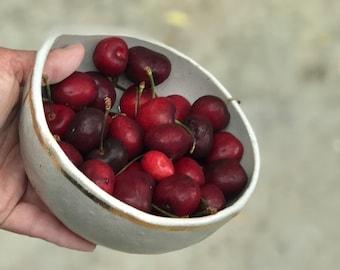 Ceramic berry bowl - Berry basket - Fruit colander - Handmade berry bowl - Pottery colander- Housewarming gift - Stoneware berry bowl