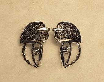 Sarah Coventry Leaf Earrings