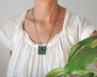 Golden Leaf Necklace Pendant, Green and Gold Pendant Necklace, Leaf Jewelry, Fall Fashion Jewelry, Nature Jewelry, Christmas Gift for Her