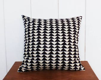 Cushion cover 40 x 40 cm patterns TRIANGLES black / Ecru style Scandinavian - home decor.